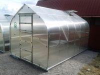 Siltumnīca KLASIKA STANDART 10m2 (2.5x4m) ar pamatiem, 4mm polikarbonāta pārklājumu un 2 lūkām ar automātiskajiem atvērējiem